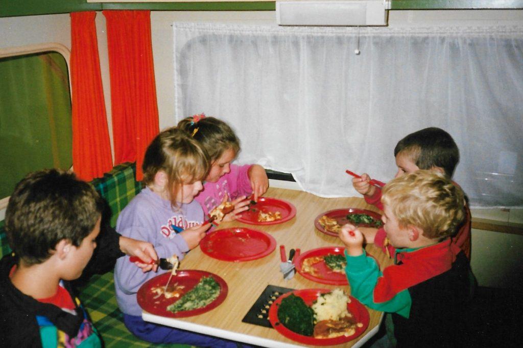 Vroeger eten in caravan 1
