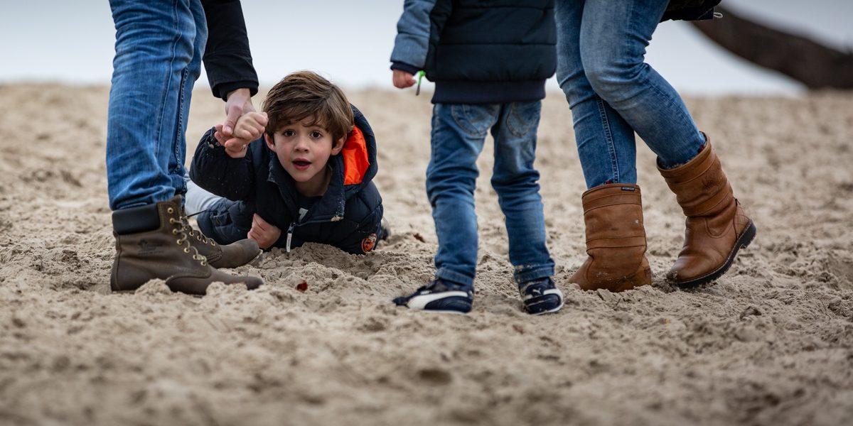 Jongetje in zand